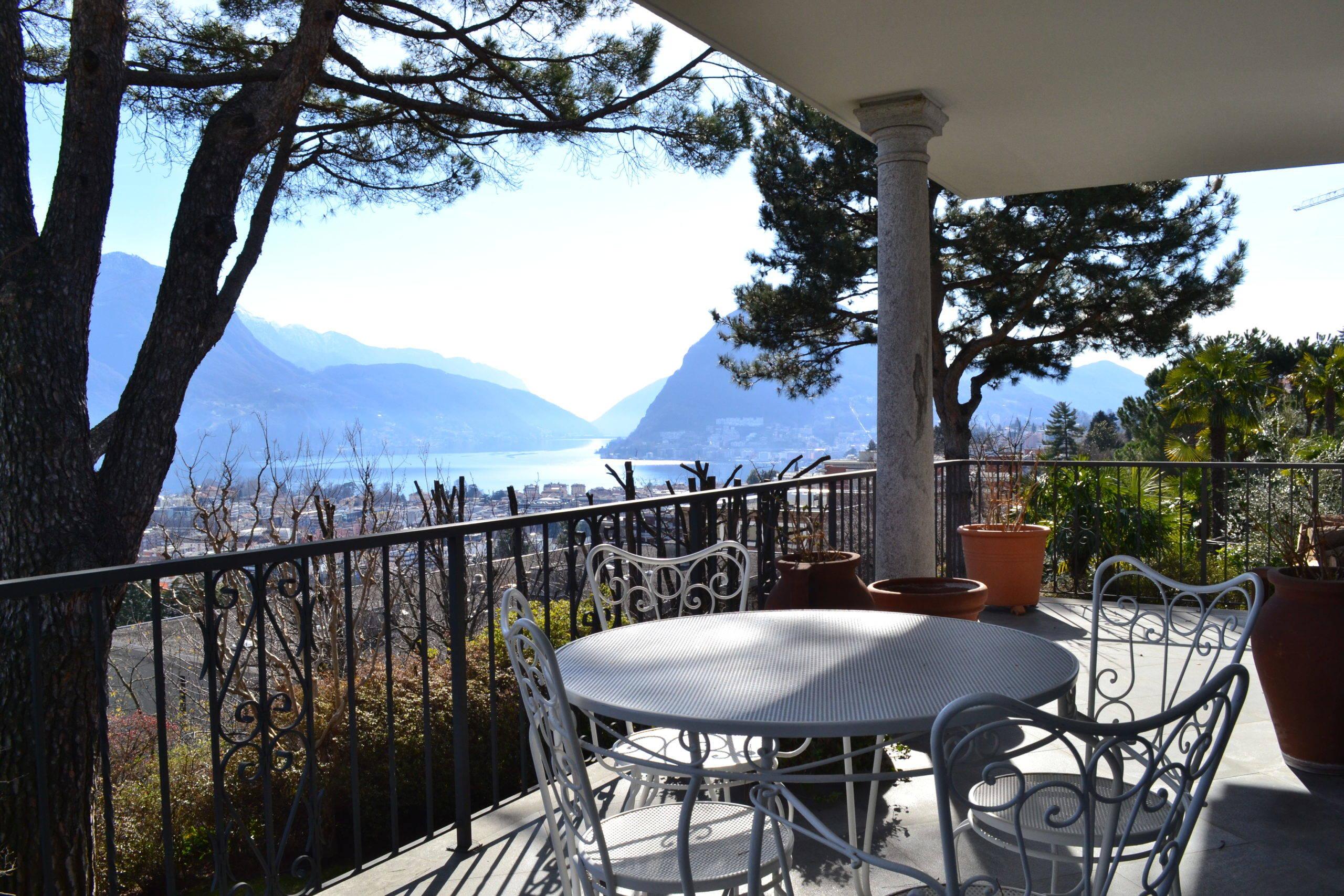 Prestigiosa e Signorile Villa con Vista Panoramica